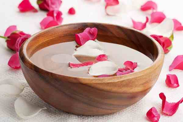 علاج حب الشباب ماء ورد