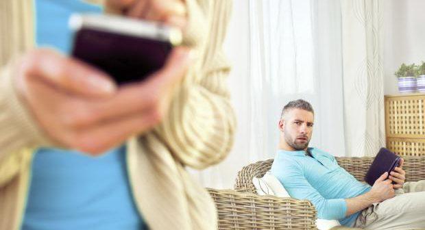 الخيانة الزوجية وكيف تعرف انها تخونك ؟